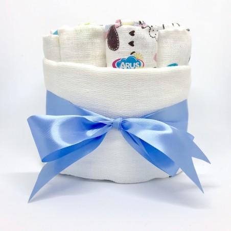Pieluszkowy tort z niebieską wstążką